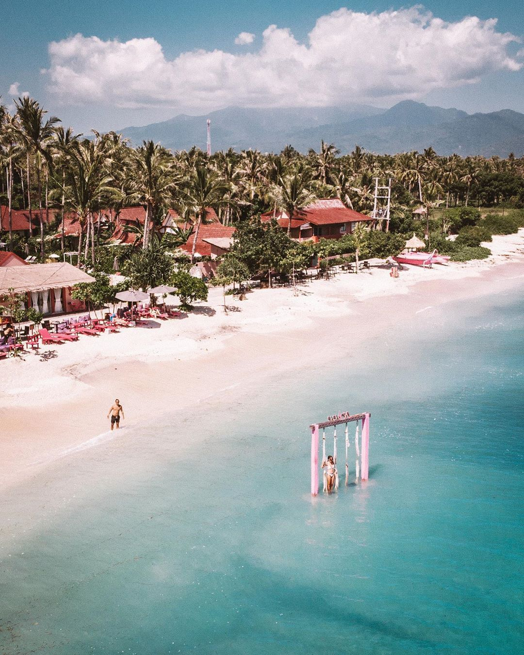 I needed to drag Milan to this pink beach club😂  We loved staying at the Gili islands🌴 Have you ever visited one of the islands?🌟 •…