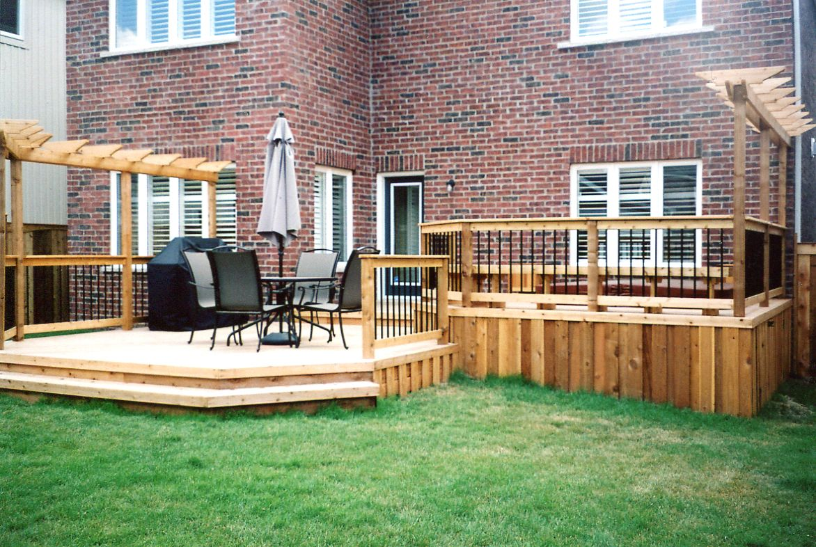 Split level hot tub enclosed deck 2 privacy screen for Split level patio