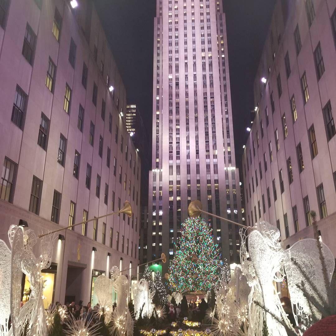 🎄🎅 A sólo 20 días de la Navidad 😍 #rockingaroundthechristmastree #rockefellercenter #rockefellerchristmastree #navidad #nyc