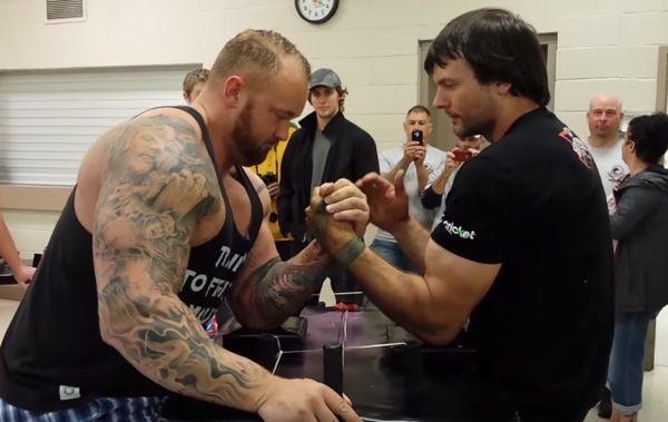 """nowa wysoka jakość nowe tanie kup najlepiej Watch """"The Mountain"""" Take On A Heavyweight Arm Wrestling ..."""
