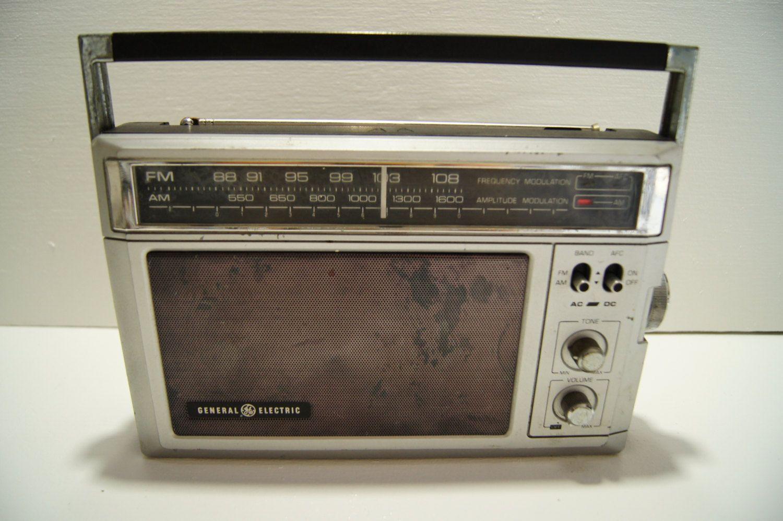 Vintage 1960 S General Electric Ge 7 2850h Am Fm Portable Radio By Anchorknots Vintage Electronics Vintage Radio Portable Radio
