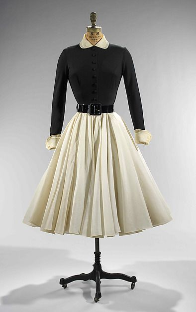 732f9a659d384b This is a typical 'dinner dress' a very full circle dress with a peter pan  collar top.