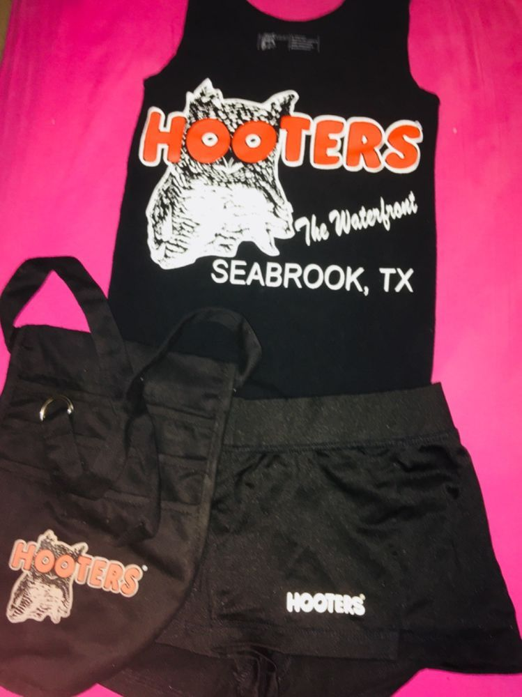 e5f2f0b235fe7 HOOTERS UNIFORM HALLOWEEN COSTUME black tank shorts apron XS very good  condition  fashion  clothing  shoes  accessories   costumesreenactmenttheater ...