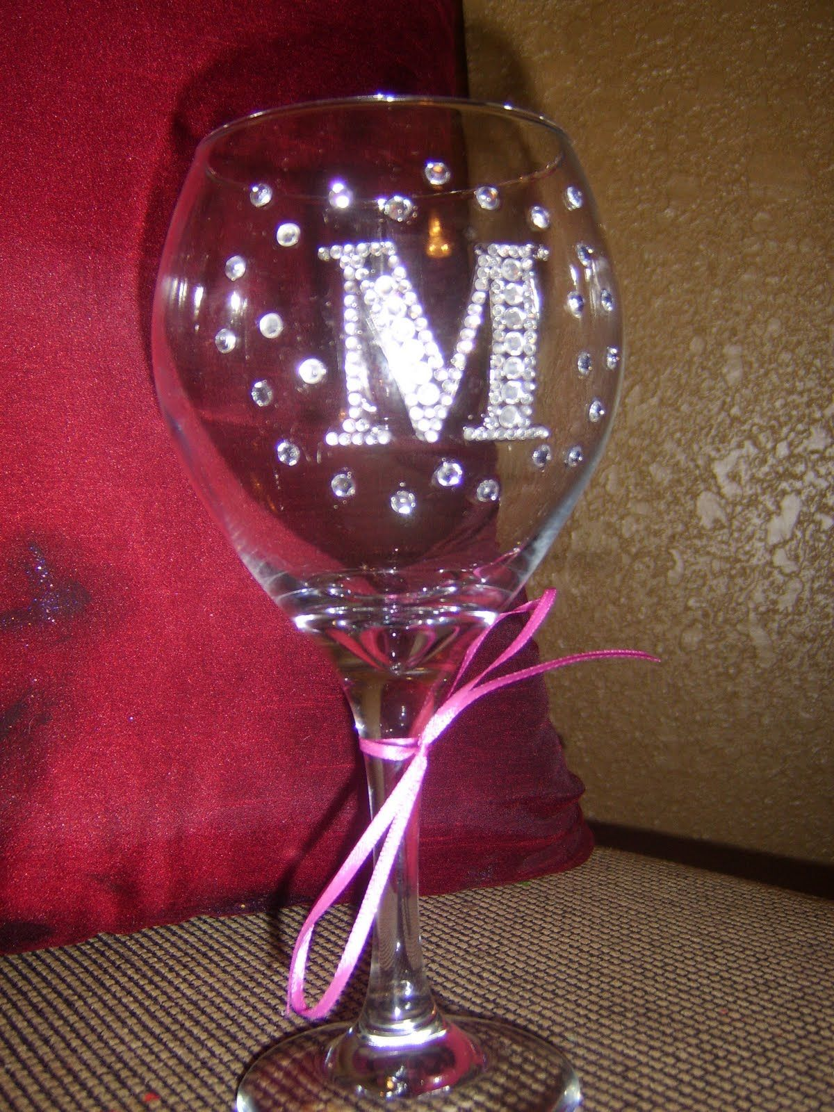 Pin By Dahlia Warner On Wedding Party Gifts Wine Glass Designs Funky Wine Glasses Glitter Diy Projects