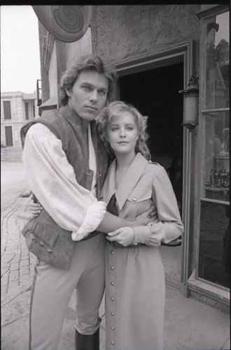 Jon Erik Hexum In The 1982 Nbc Tv Movie Voyagers For More Classic 60 S And 70 S Pics Please Visit Amp Like My F Faye Grant 1980s Tv Shows Movie Tv