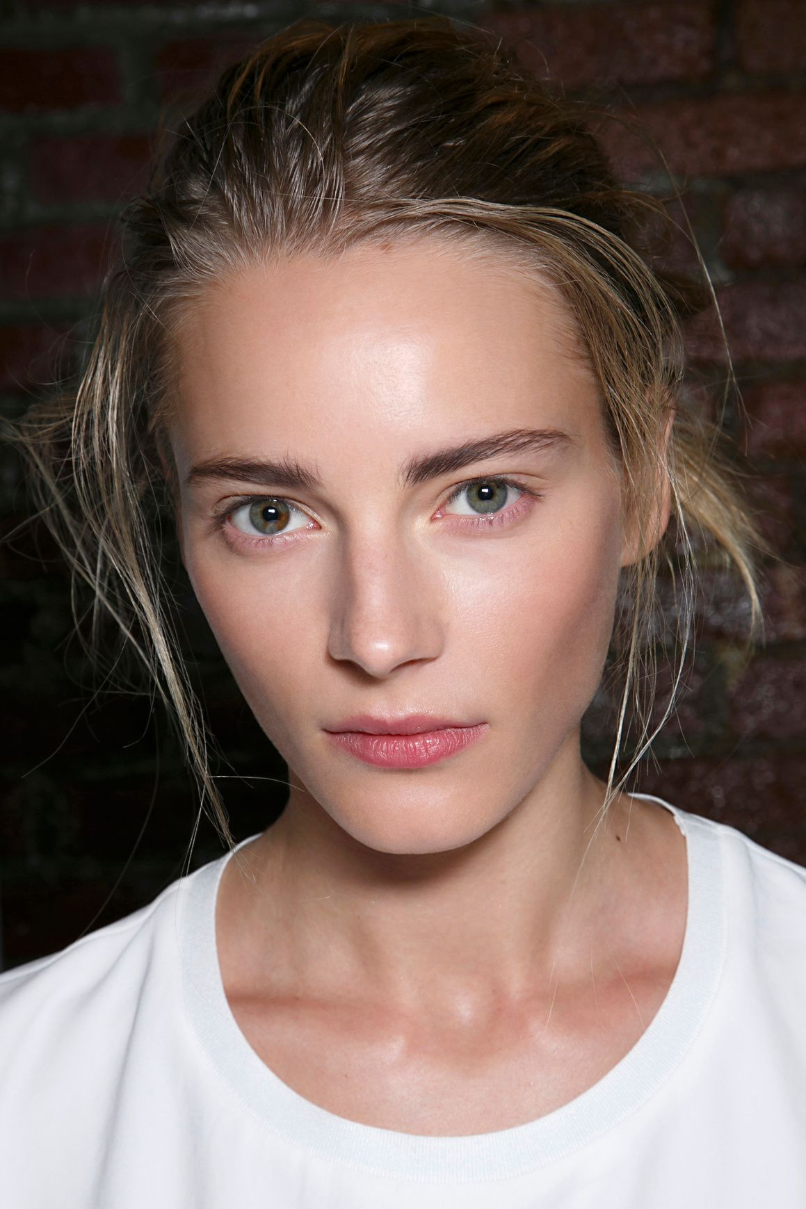 10 Weird, Genius Tricks to Get Dewy Skin Dewy skin, Skin
