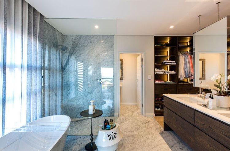 Feng Shui Haus Innendesign Badezimmer Marmor Holz Badewanne Dusche