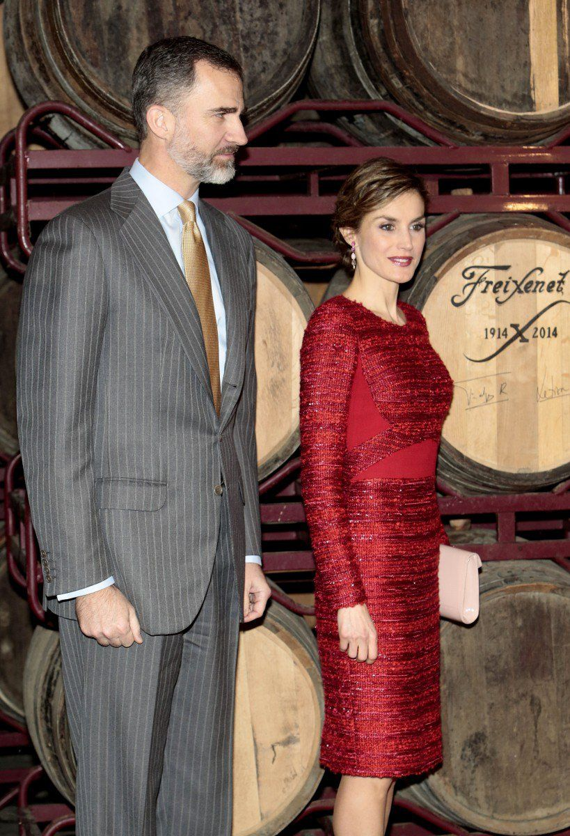 Queen Letizia And King Felipe Pose Next To A Barrel Of Cava They Autographed During Their Visit To The Wine Cellars Of Freixenet In Barcelona Espanha
