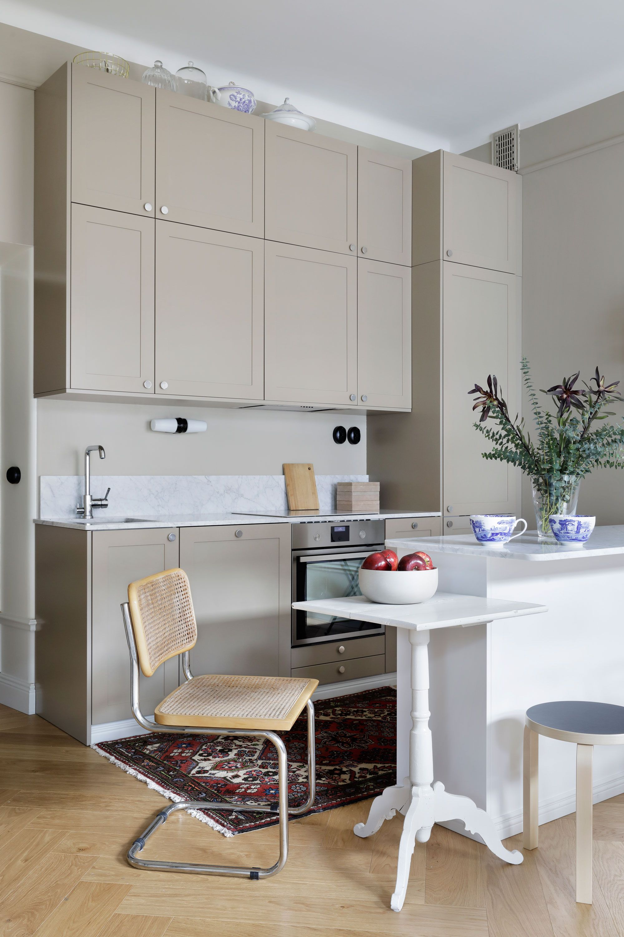 Awesome Classic, Yet Contemporary Looks. Warm And Harmonious Colour Scheme With  Vintage Furniture. A.S.Helsingö ENSIÖ Kitchen With IKEA Cabinet Frames.