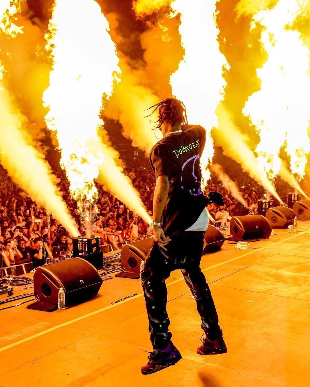 Complex On Instagram La Flame Travis Scott Wallpapers Travis Scott Concert Travis Scott Birds