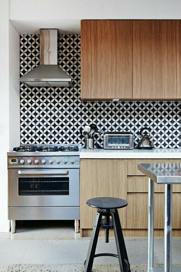 frische küchenspiegel ideen stilvoll gemusterte Fliesen in Schwarz - fliesen f r k chenspiegel