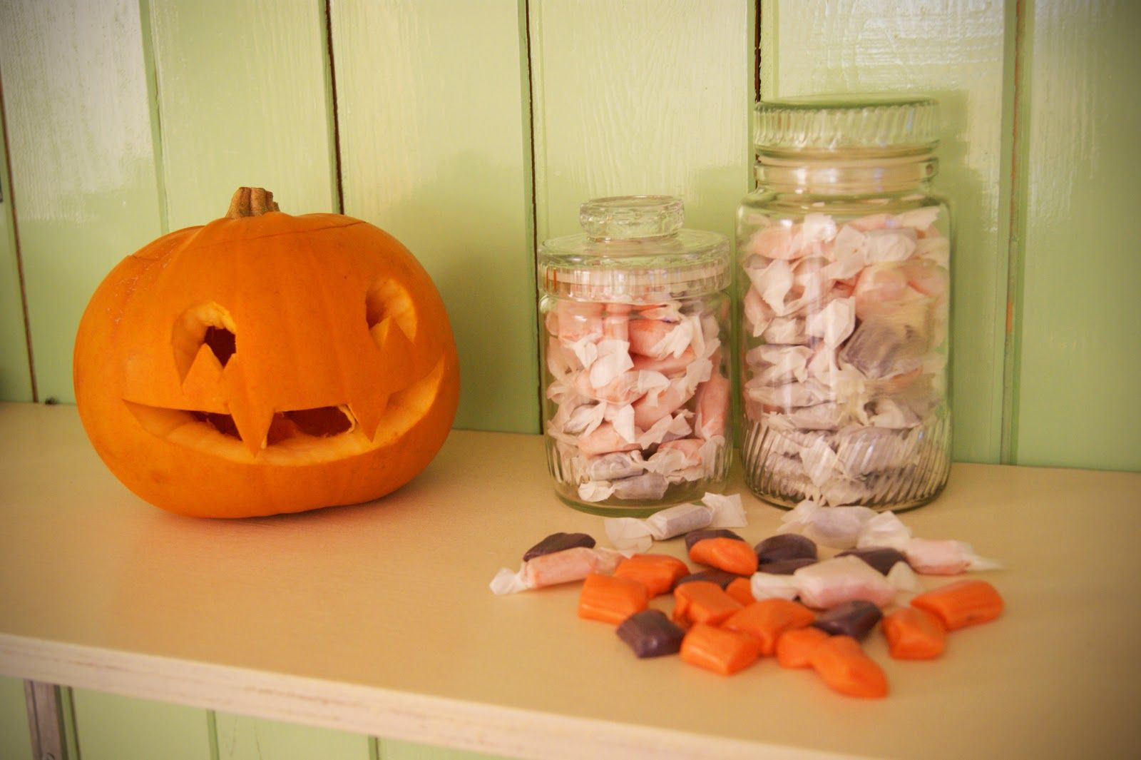 Frankie's Kitchen: Orange and Vanilla Salt Water Taffy - www