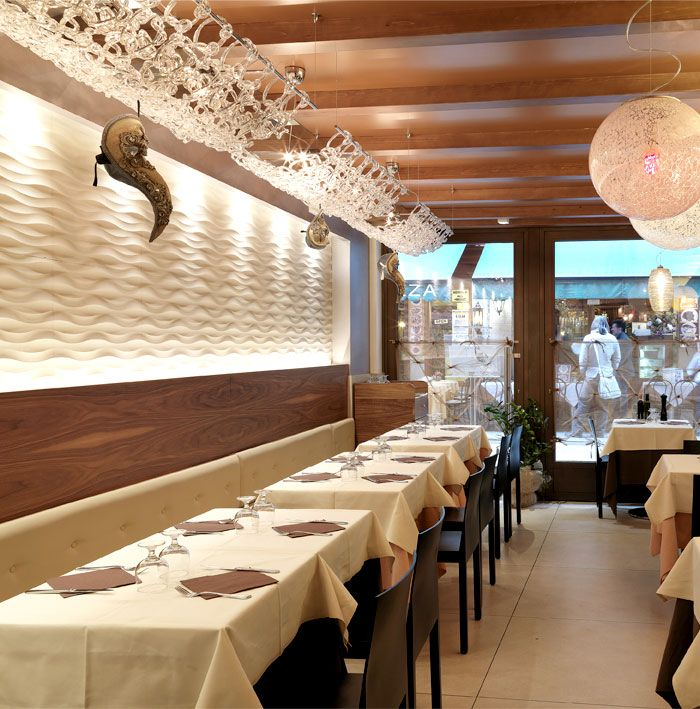 traccia wall panel by lithos design at marciana restaurant in venice marble wall cladding lithos design - Marble Cafe Decoration