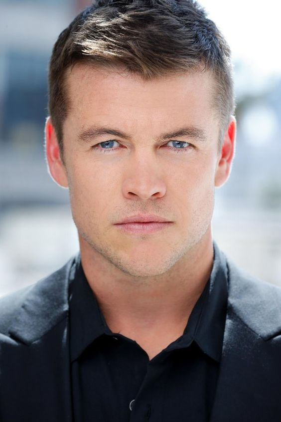 PopWrapped! — 10 Things You Need To Know About Luke Hemsworth