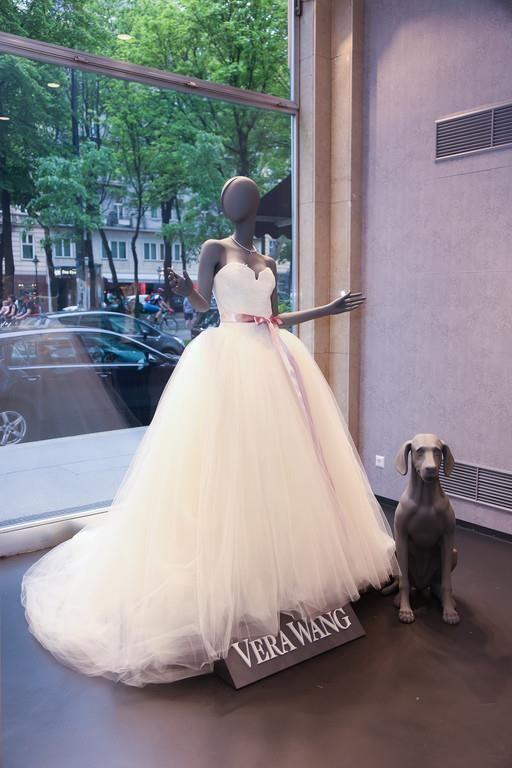 vera wang hochzeitskleider nun auch in wien lifestyle mode wedding. Black Bedroom Furniture Sets. Home Design Ideas