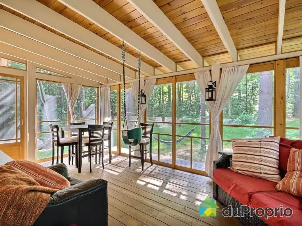 Maison pièce sur pièce de style champêtre et rustique. Au coeur de la nature. Construction...