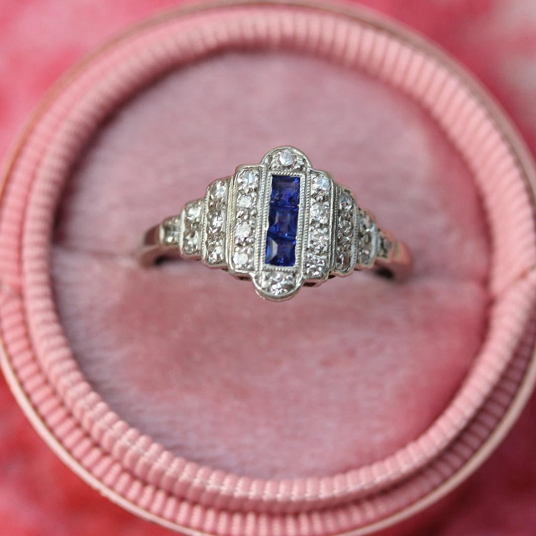 Diamond Sapphire Art Deco ring in white gold   Vintage Diamond ...