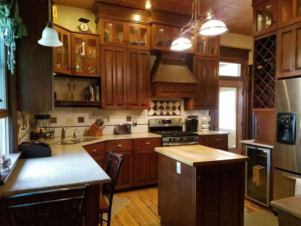 C 1900 Queen Anne Reedsburg Wi 195 000 Traditional