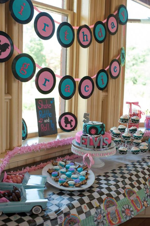 Sock Hop Table Decor