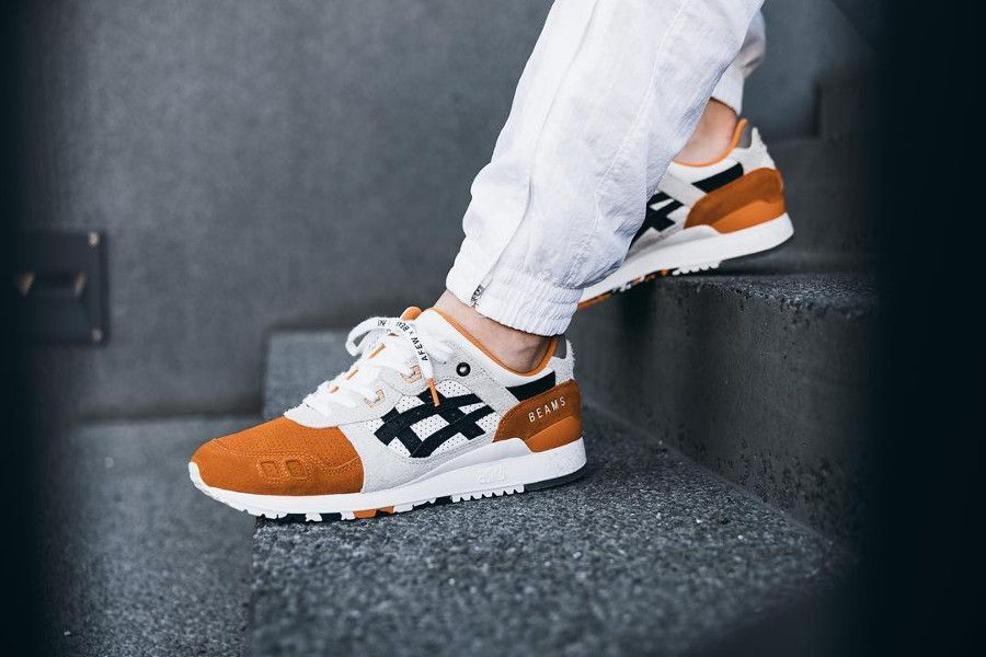 asics blanche orange