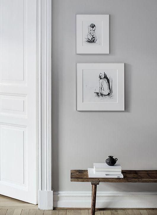 Detail Im Hellen Wohnzimmer Einer Minimalistisch Eingerichteten  Altbauwohnung #türrahmen #wandfarbe #hellgrau