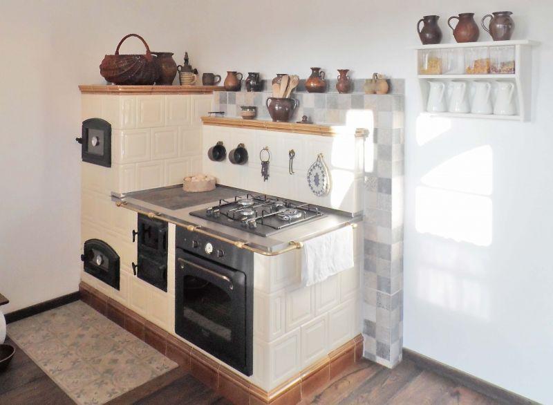 Kiedy Przyszlo Do Wykonczania Wnetrz Pani Magda Uparla Sie Ze W Domu Musi Pojawic Sie Kuchenny Piec Vintage Kitchen Appliances Kitchen Remodel Kitchen Design