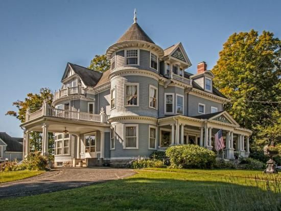 Most romantic homes lovingly converted from italianate for Italianate homes for sale