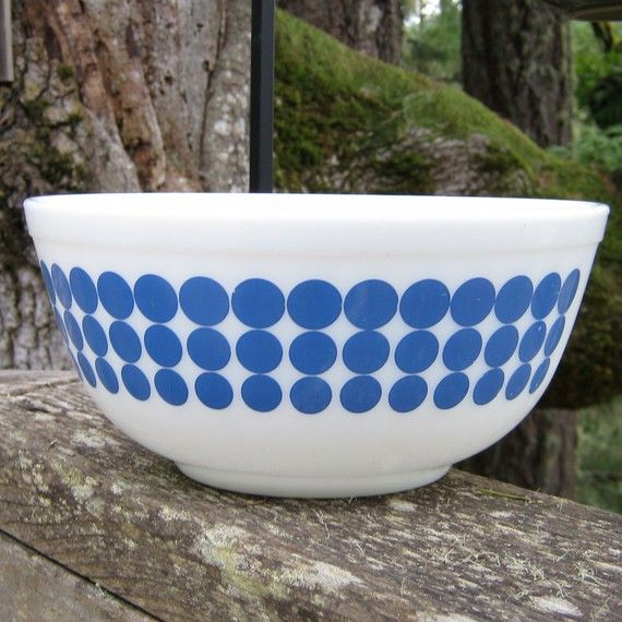 Blue and White Dot Pyrex Mixing Bowl in 25 Quart by oakhillvintage ...