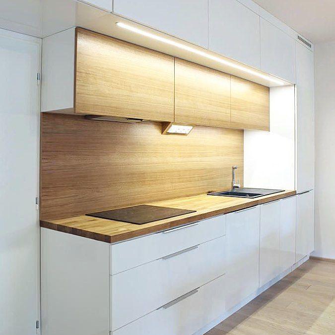 фото кухни с верхним шкафом на столешнице