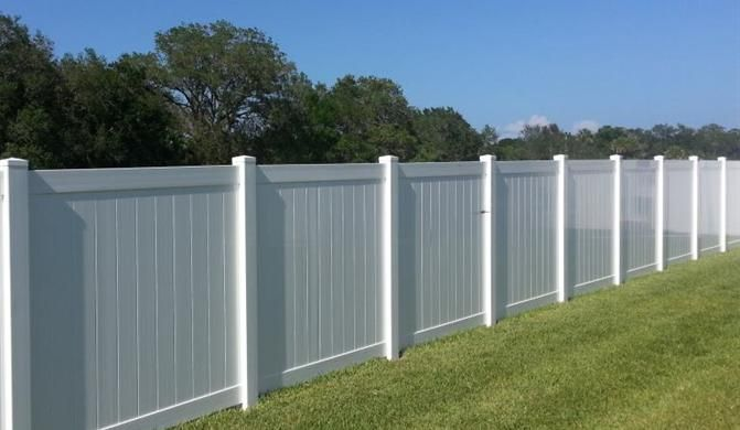 White Fence Jpg 671 390 White Fence Fence Builders Fence