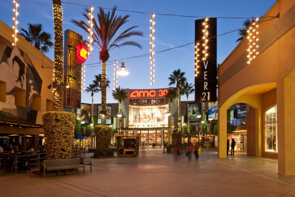 The Outlets At Orange Formerly Known As The Block At Orange Is Orange County S Only Outlet Shopping Cent Anaheim Hotels Anaheim California Orange California