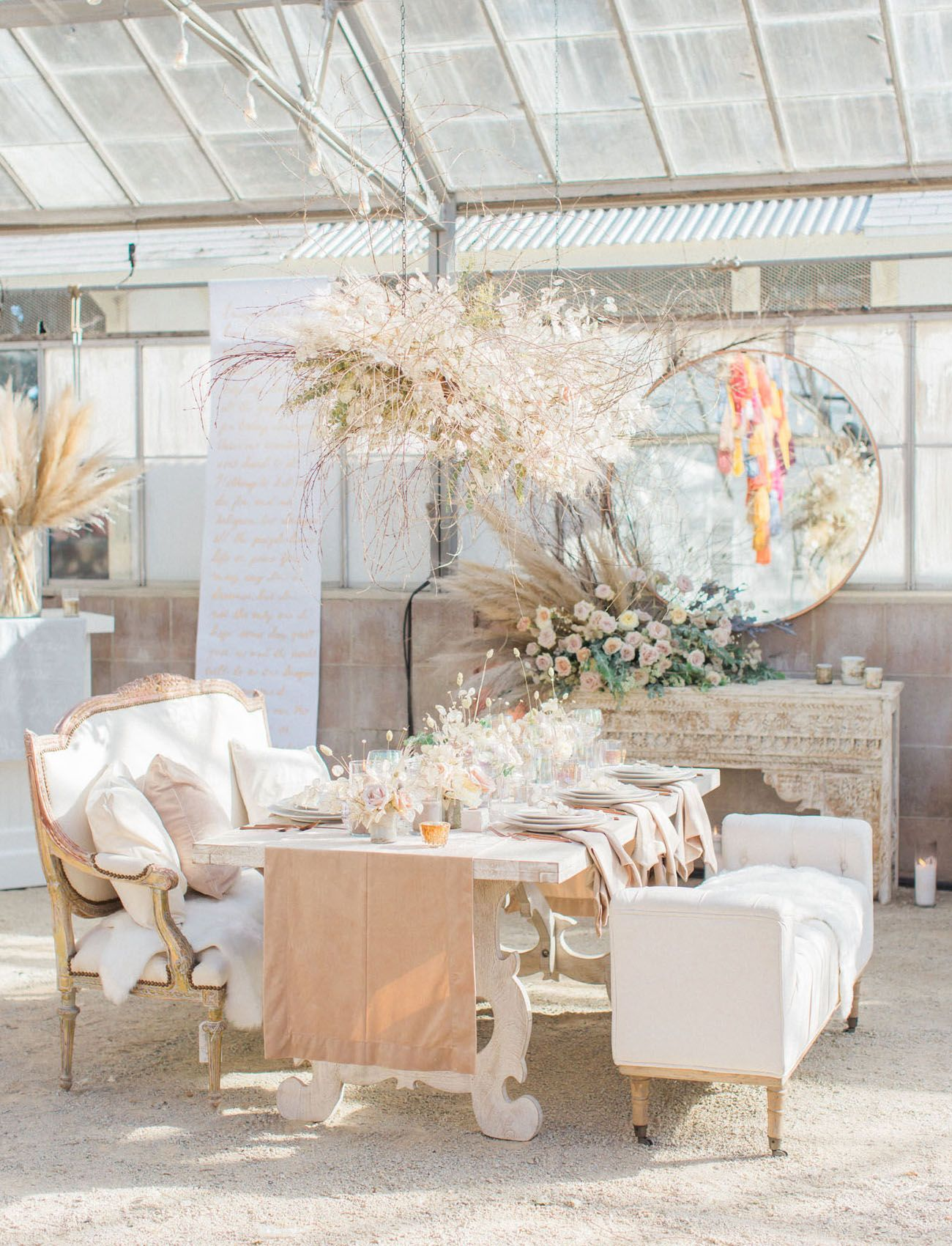 Wedding room decoration ideas 2018  Swanky Seventies  Desert Crushinu Vintage Meets Festival Vibes