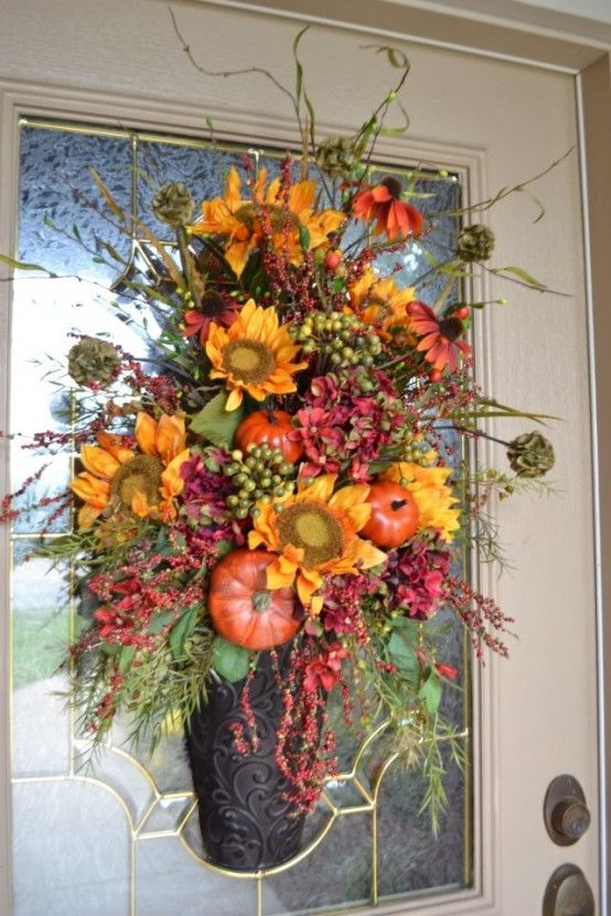 47 Cute And Inviting Fall Front Door Décor Ideas DigsDigs Fall