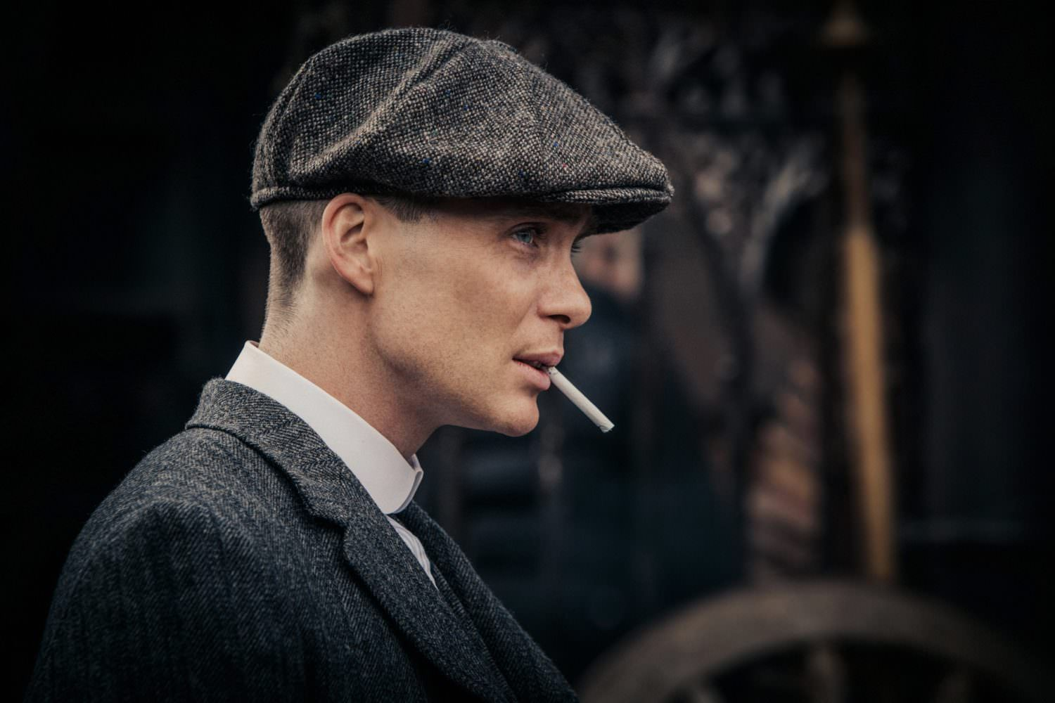 a882fb6dd Thomas Shelby wearing a grey Donegal Tweed 8-panel flat cap - Peaky ...