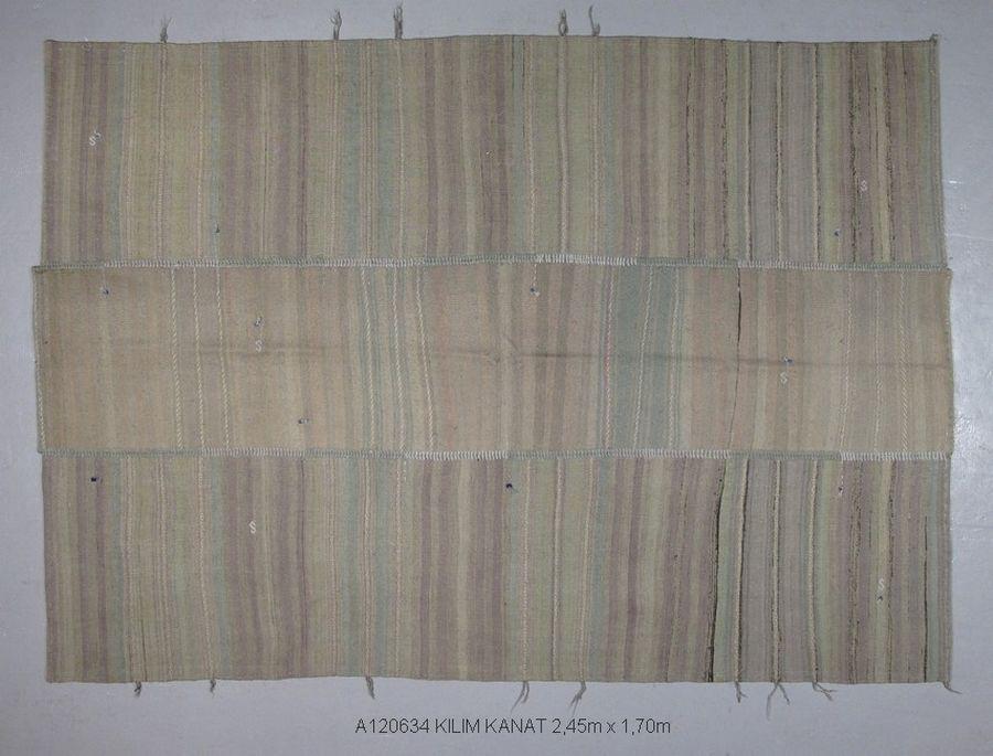 Kilim Kanat par Kilims ADA: importateur de kilims anciens, spécialiste du tissage traditionnel, contemporain ou vintage revisité.