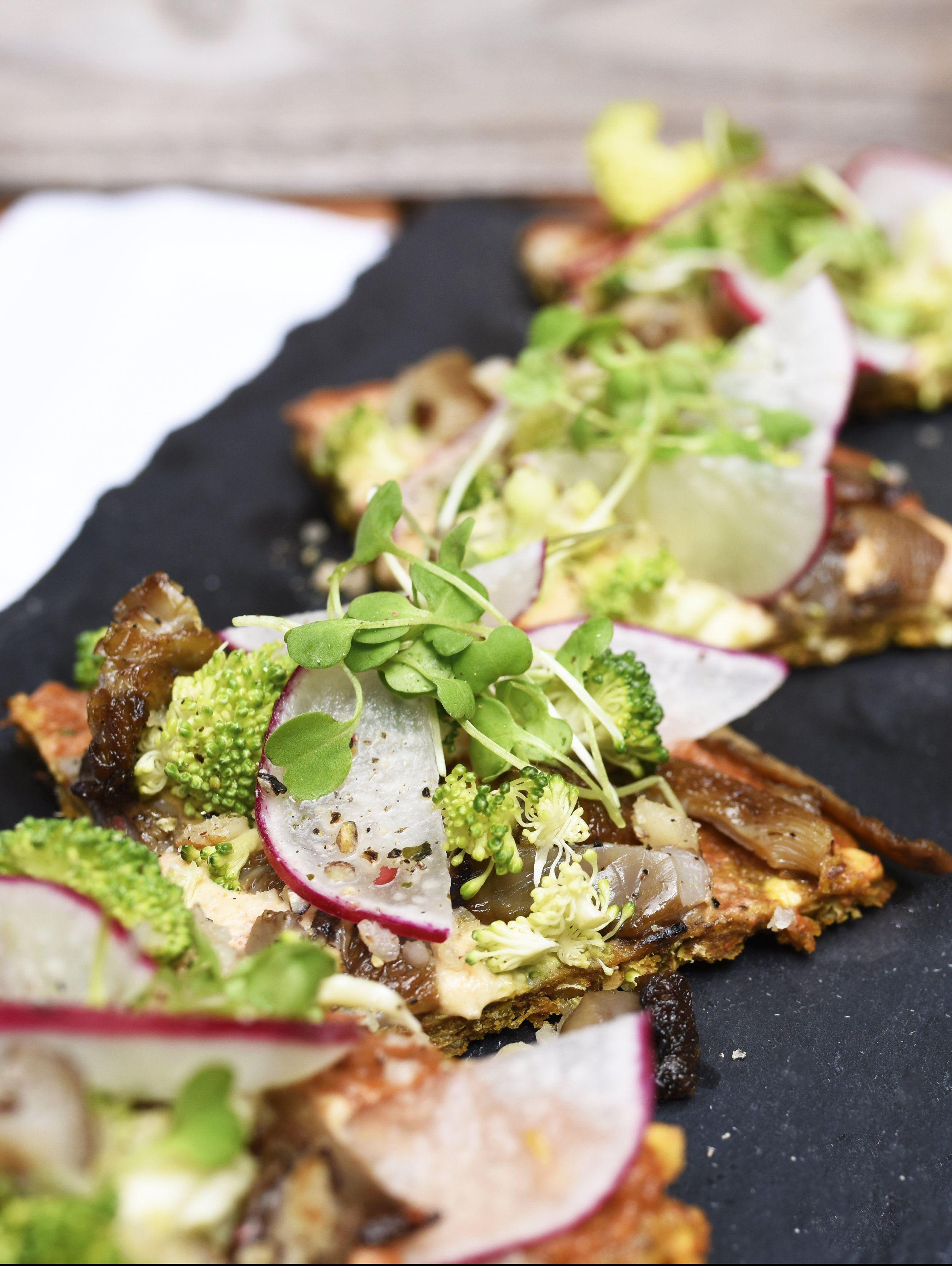 Living Kitchen Durham North Carolina One Of A Few Locations In Nc Serving Contemporary Vegan And Vegan Friendly Restaurants Raw Restaurant Raw Food Recipes
