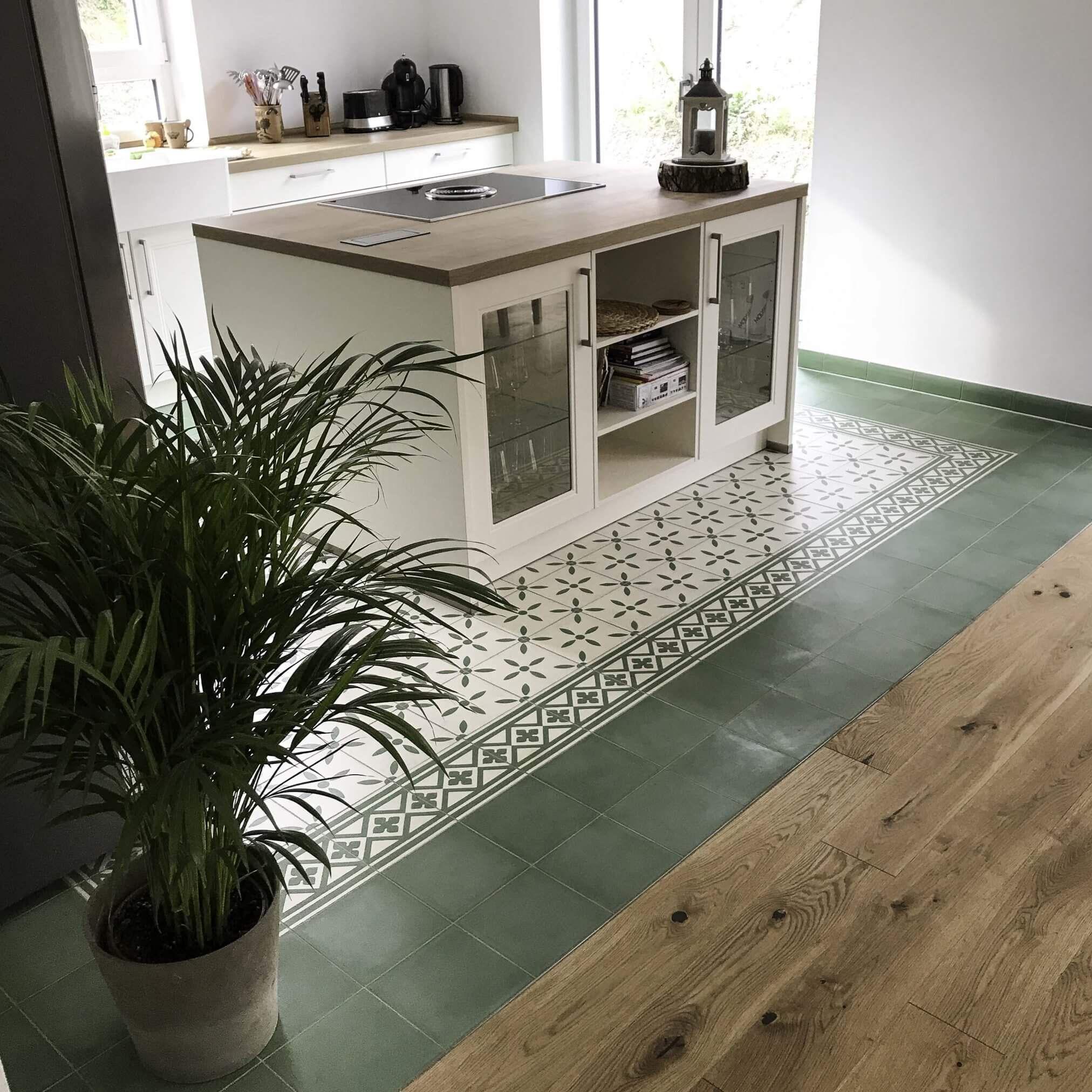 Zementfliesen verlegt in der Küche Muster 119, 482AB und