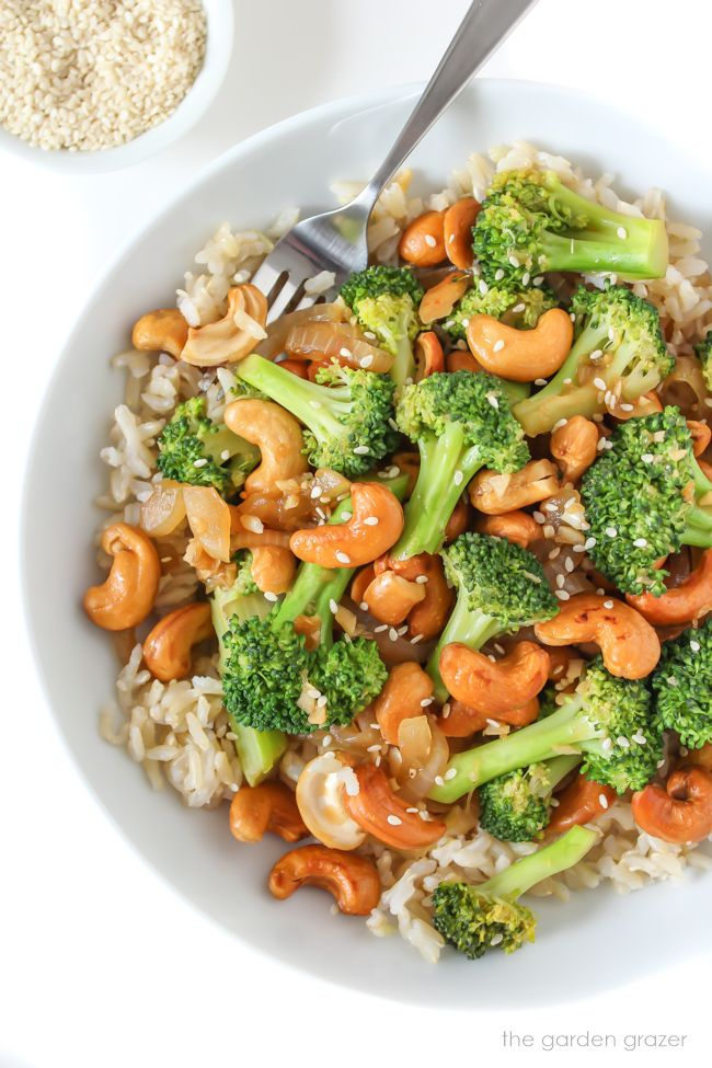 Photo of Broccoli Cashew Stir-Fry (Oil-Free) | The Garden Grazer
