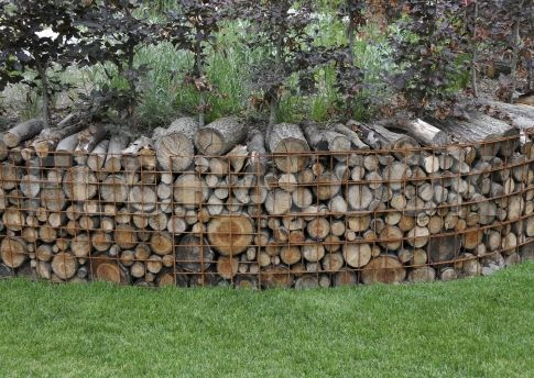 Gabion With Firewood With Images Backyard Landscaping 400 x 300
