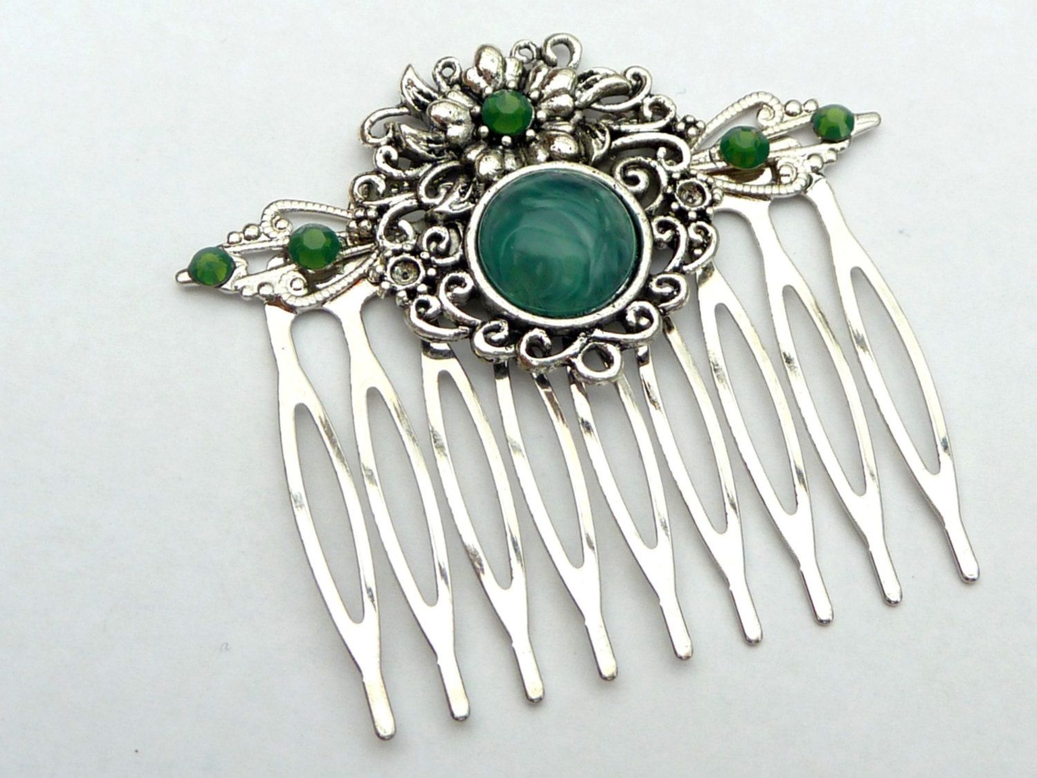 Elegant hair comb in green silver with a beautiful ornament, antique hair comb, festive hair accessories, bridal hair comb, updo hair comb - pinned by pin4etsy.com