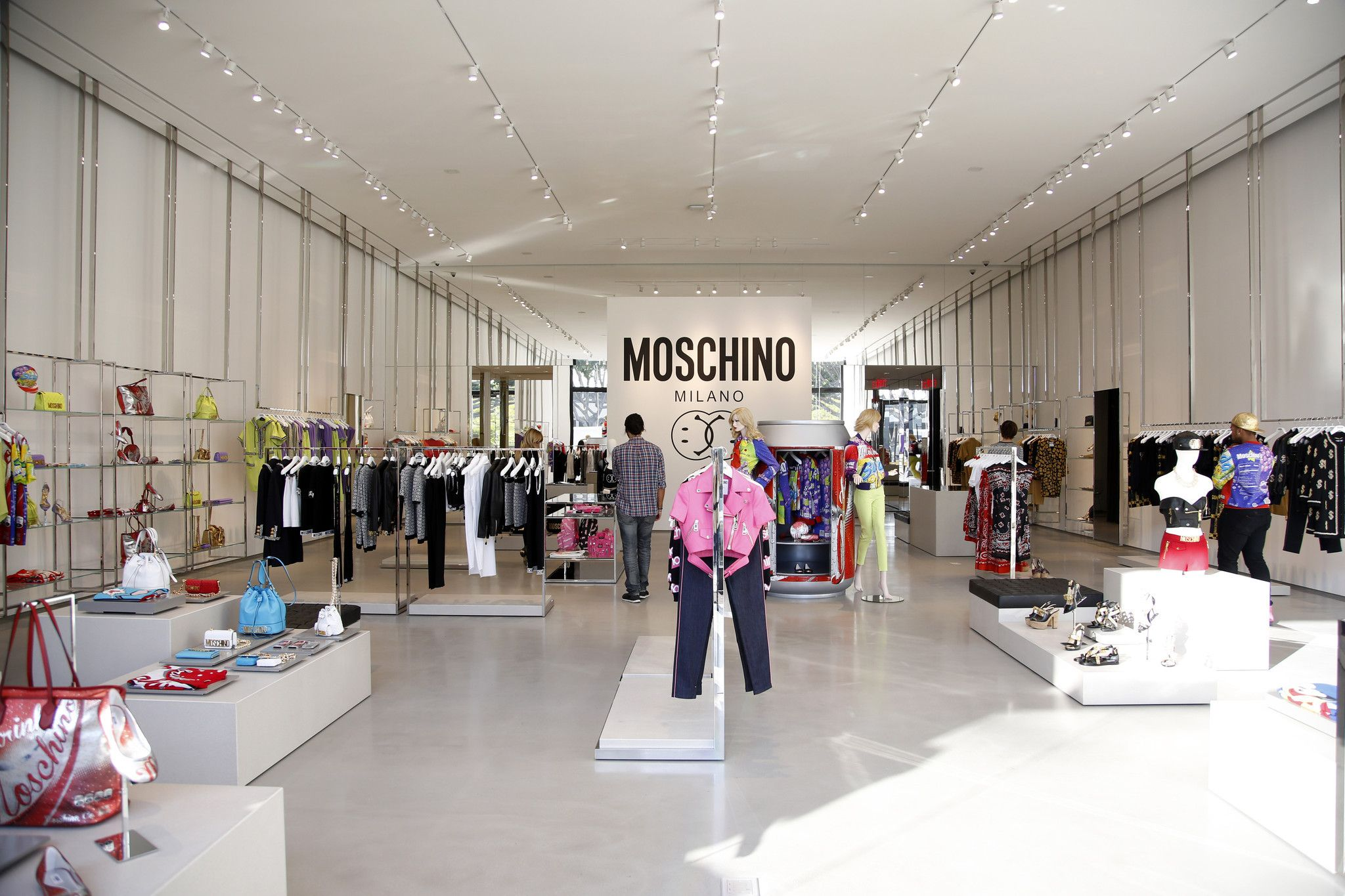 la-ar-jeremy-scott-opens-first-moschino-store-in-la-20150121 (2048×1365)