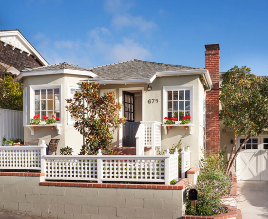 Tiny Laguna Beach Cottage that's Big in Charm #beachcottageideas