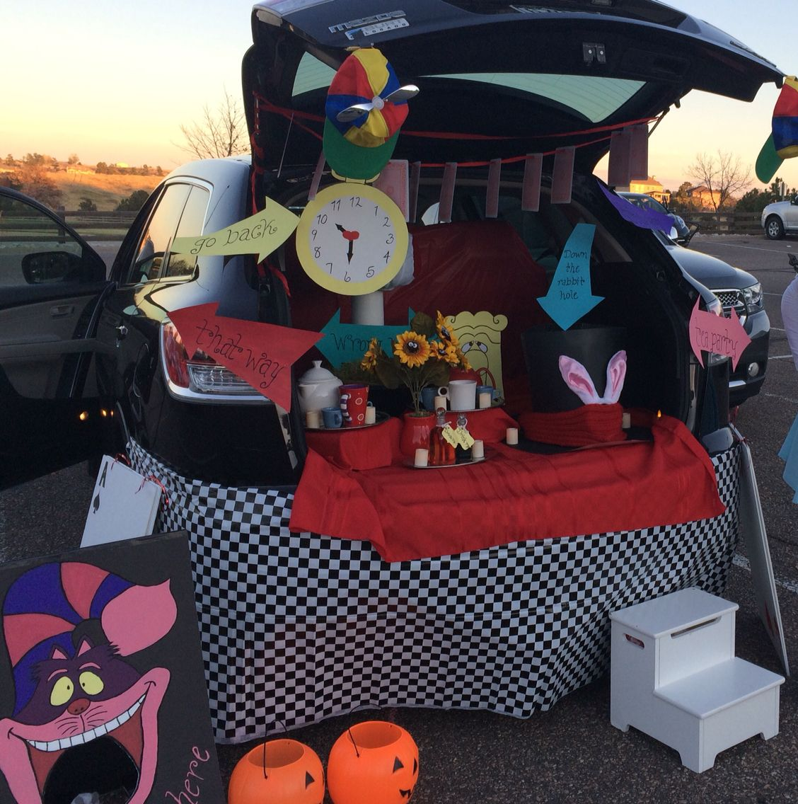 alice in wonderland a trunk or treat - Halloween Car Decorations