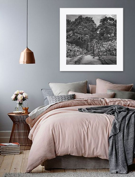 Dream Bedroom Love The Pink Grey And Bronze Theme And The Bedside Roses Too Gray Bedroom Walls Home Decor Bedroom Simple Bedroom