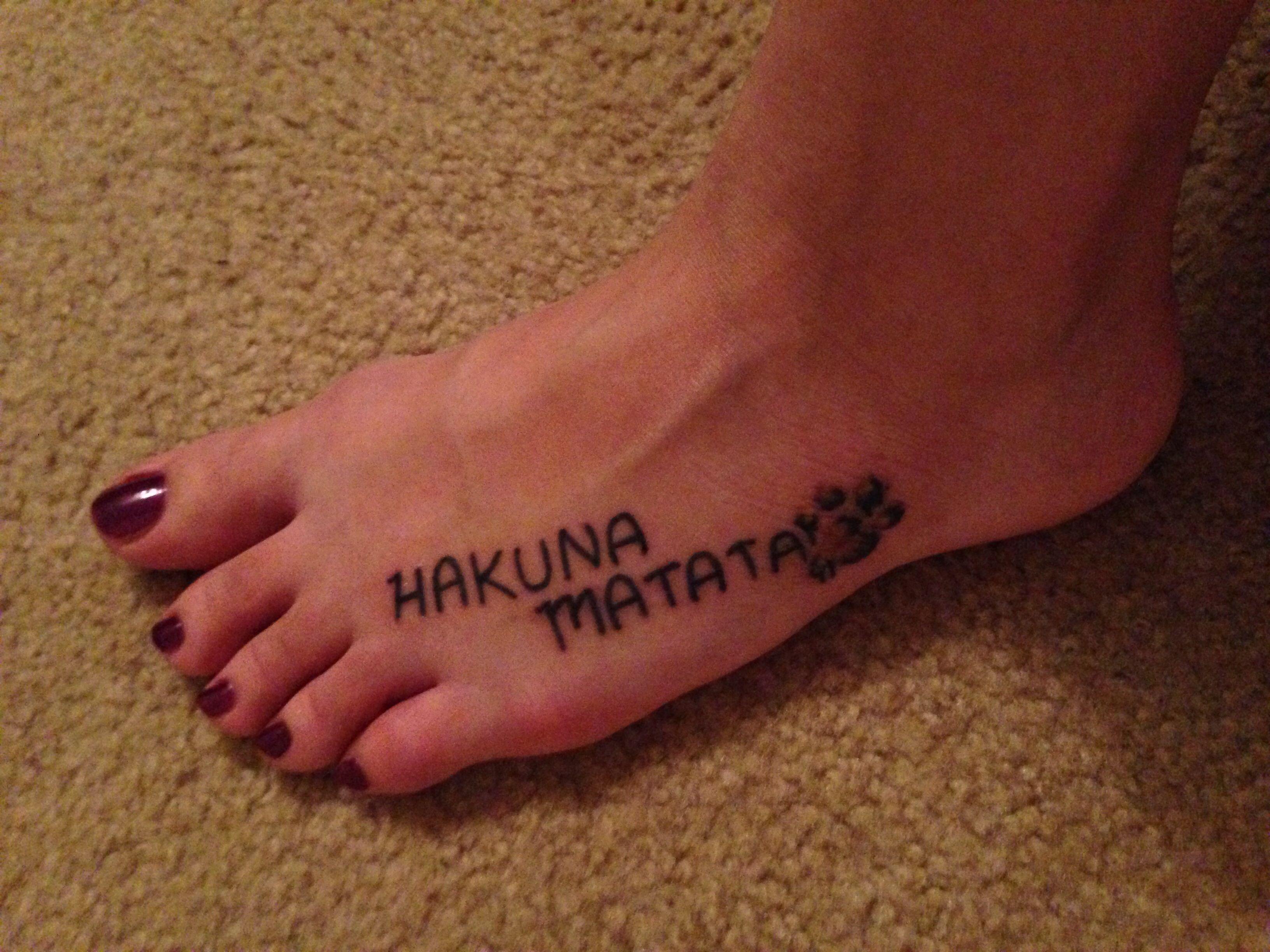 Hakuna matata lion king tattoo disney pinterest king - Tatouage hakuna matata ...