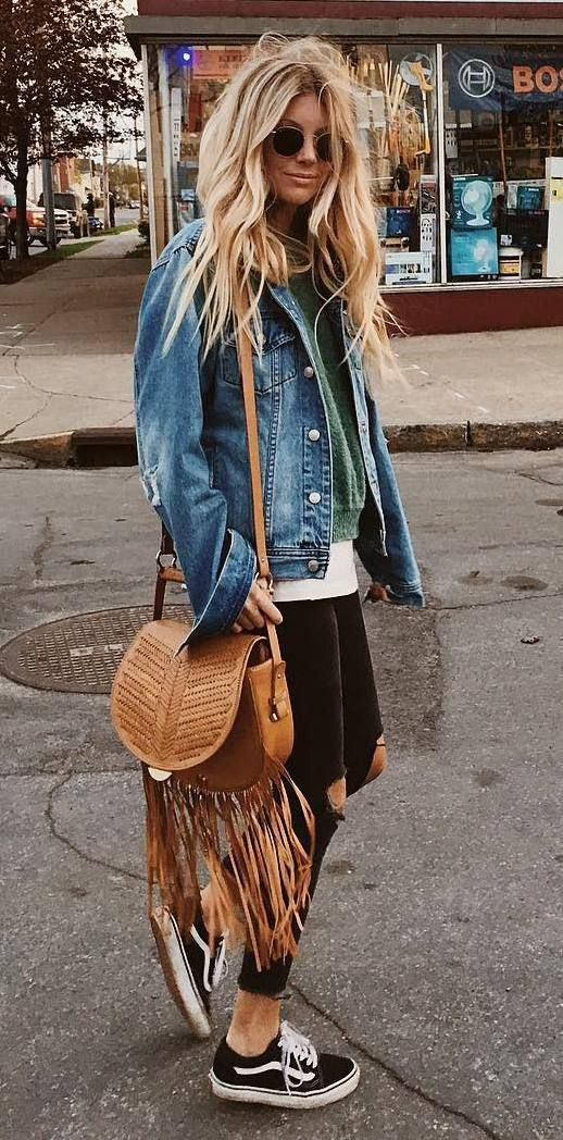 cute boho outfit idea: jacket + bag + ripped jeans