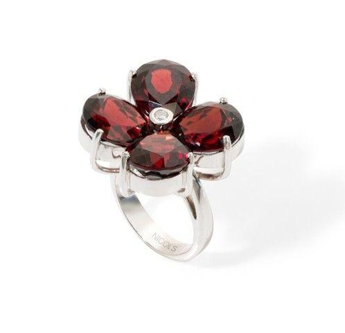 b6c70e813f0b Sortija NICOL´S. Sortija con motivo de flor con pétalos formados por cuatro  piedras