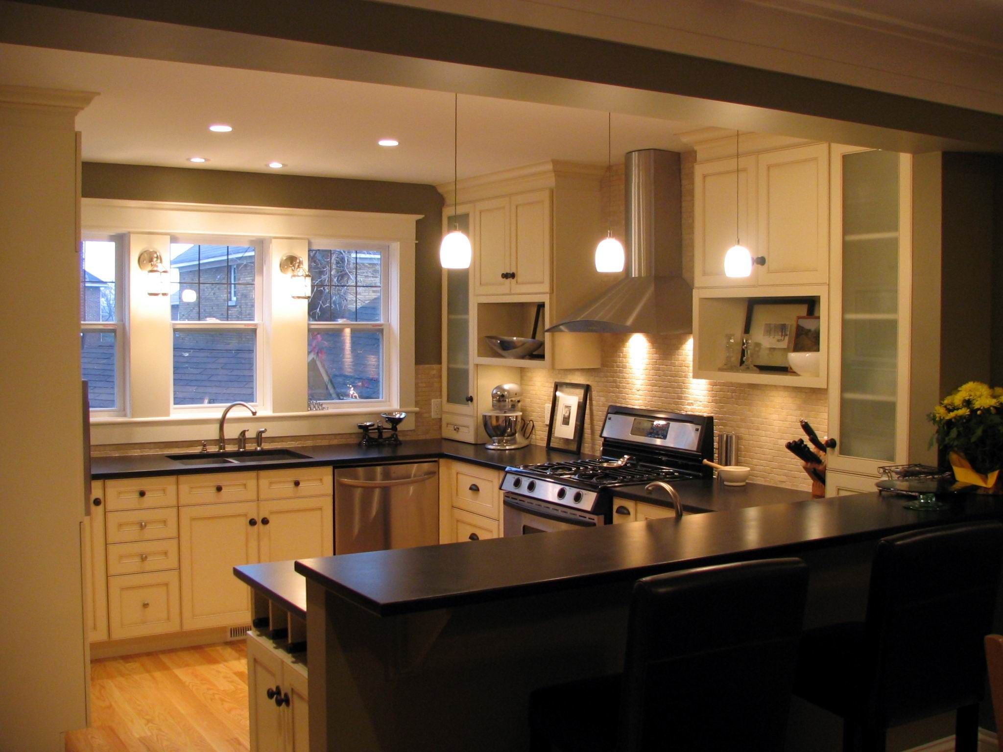 White Shaker Kitchen Cabinets, with Leather finish Black Quartz ...