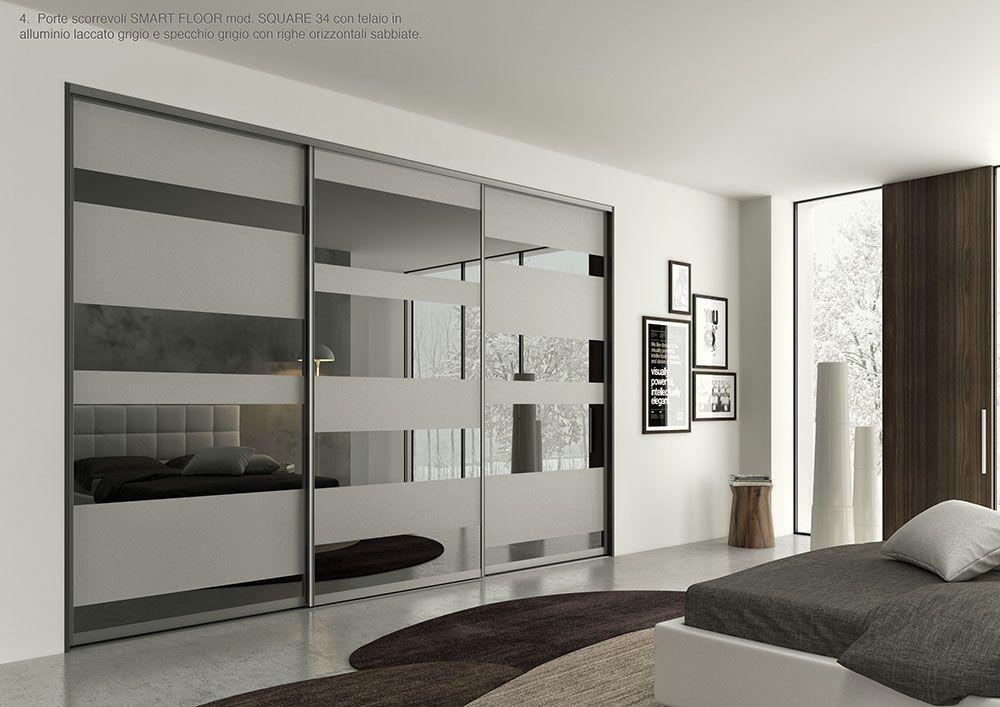 Porte scorrevoli smart floor mod square 34 con telaio in alluminio laccato grigio e specchio - Porte scorrevoli a specchio ...