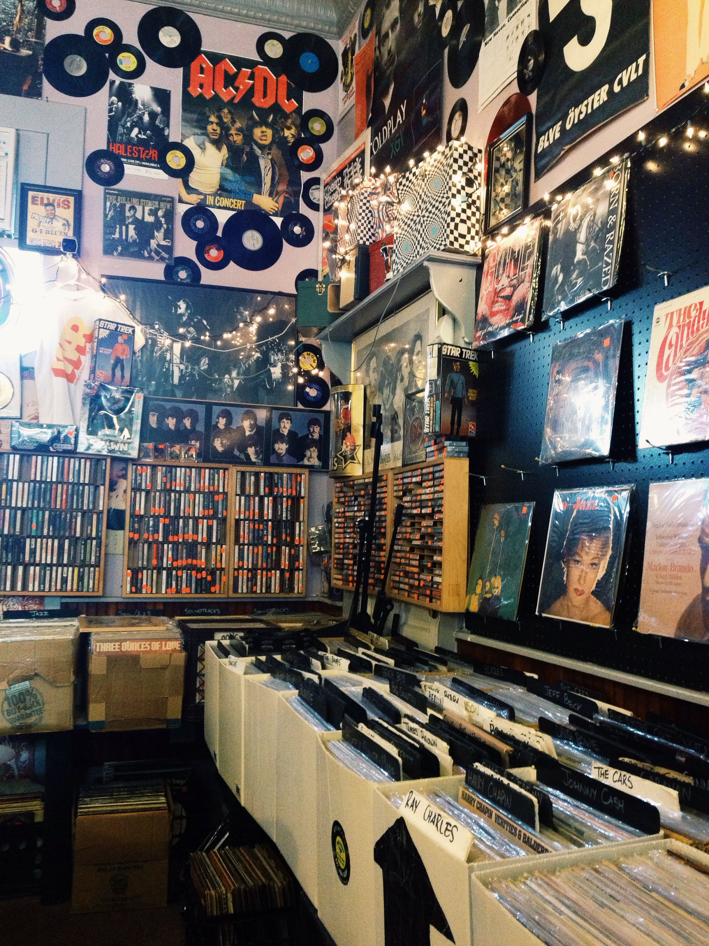 Record store    Record Stores   Vinyl music, Music aesthetic, Retro